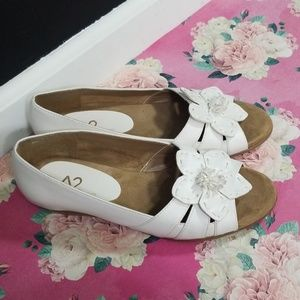 A2 aerosoles white open toe flats size 8